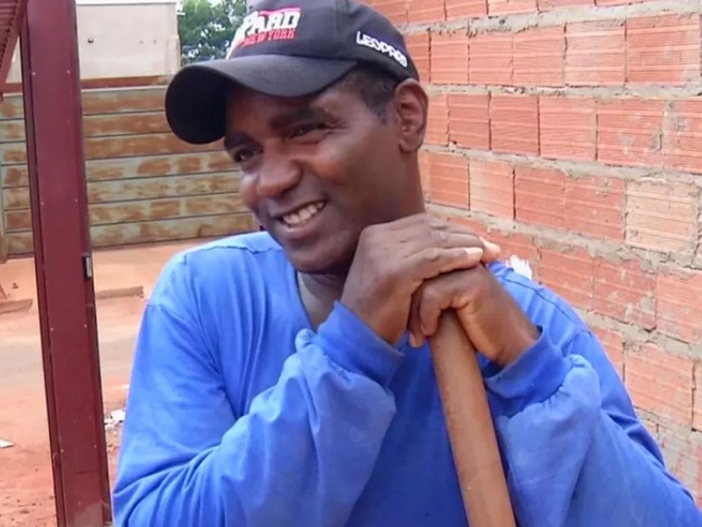 Imagem de 'Pedreiro cantor de Rio Verde' bomba na web e comemora: 'É um sonho'