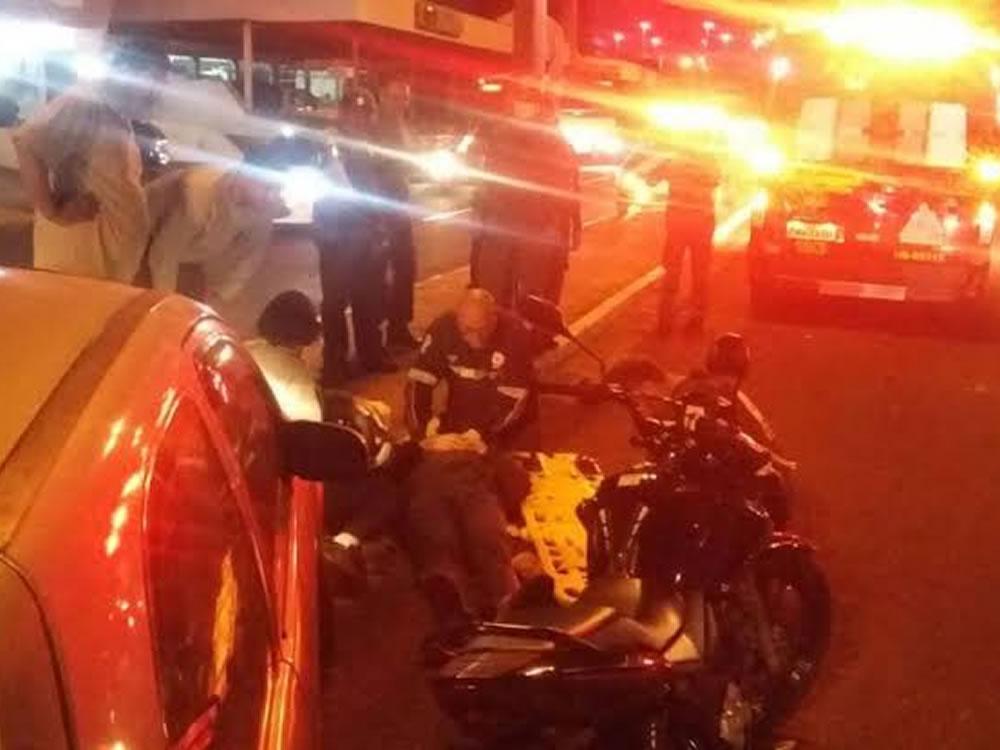 Imagem de Após perseguição cinematográfica, menor bate moto em viatura da PM