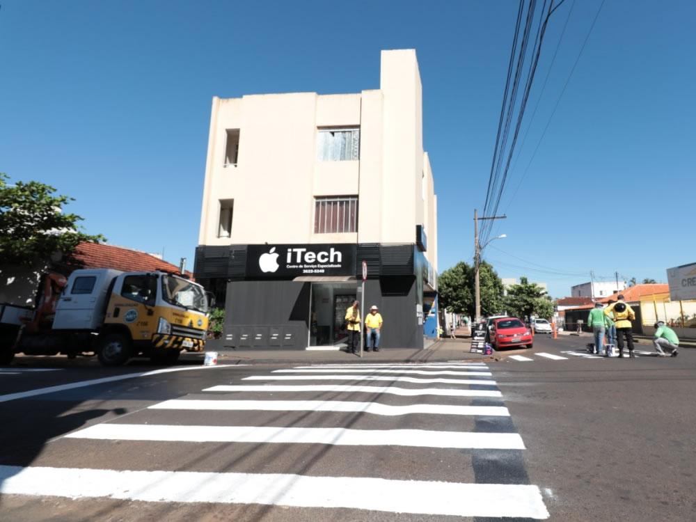 Imagem de AMT revitaliza faixas de pedestres da Rua Goiânia