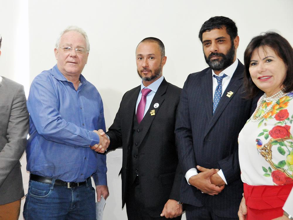 Imagem de Prefeito se reúne com representante de grupo árabe