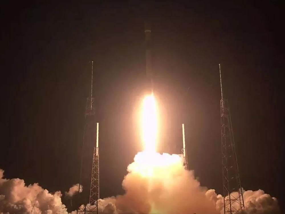 Imagem de SpaceX lança primeiros satélites para sua rede de Internet