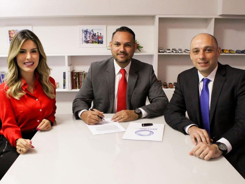 Imagem de Jornalista Mariana Martins assina contrato com a Record TV Goiás
