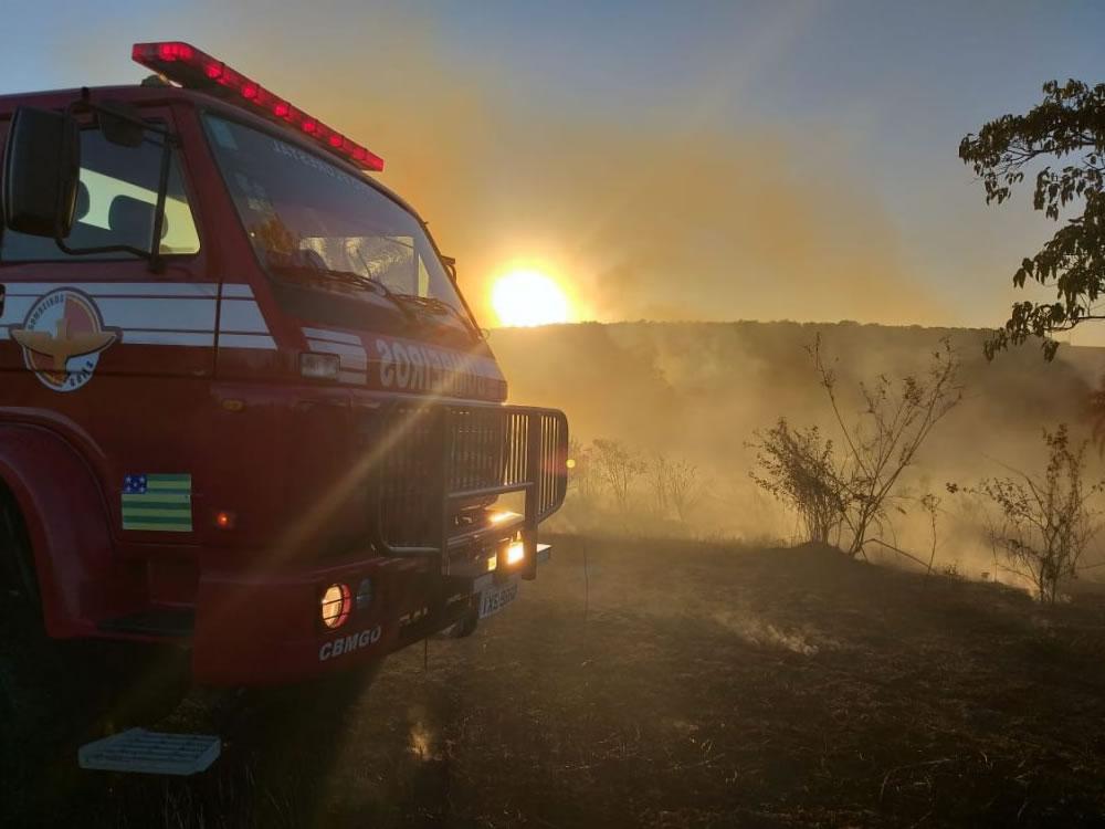 Imagem de Bombeiros combatem incêndio que ameaçava APP em Quirinópolis