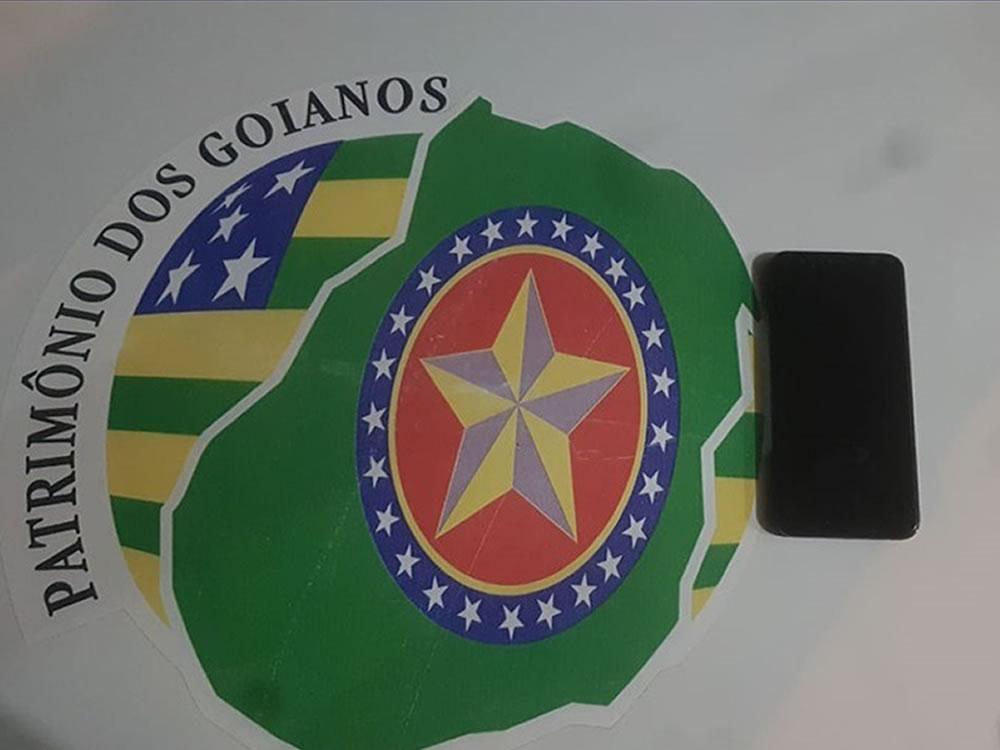 Imagem de Jovem com celular comprado na 'Feira do Rolo' é detida pela PM em Rio Verde