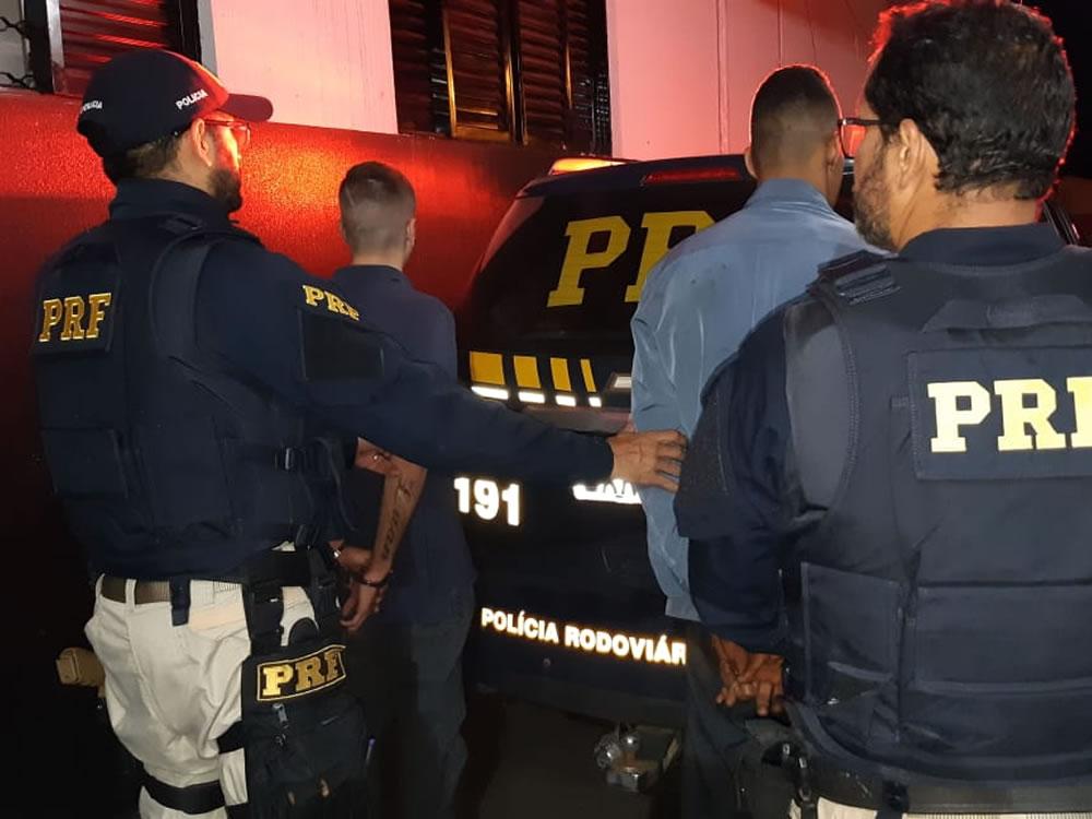 Imagem de PRF prende dupla por furto de pneus em Rio Verde