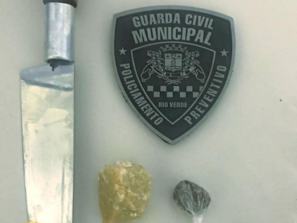 Imagem de GCM prende homem em flagrante com drogas