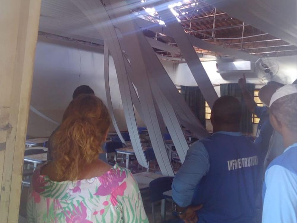 Imagem de Redemoinho faz teto desabar em escola de Rio Verde