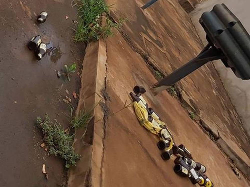 Imagem de Moradores do Gameleira reclamam de bagunça deixada pelo caminhão de lixo