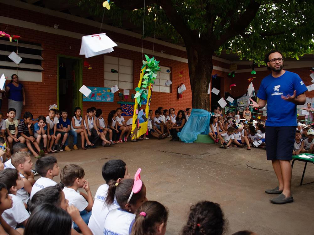 Imagem de Crianças das escolas municipais de Rio Verde recebem livro e incentivo sobre preservação de rios