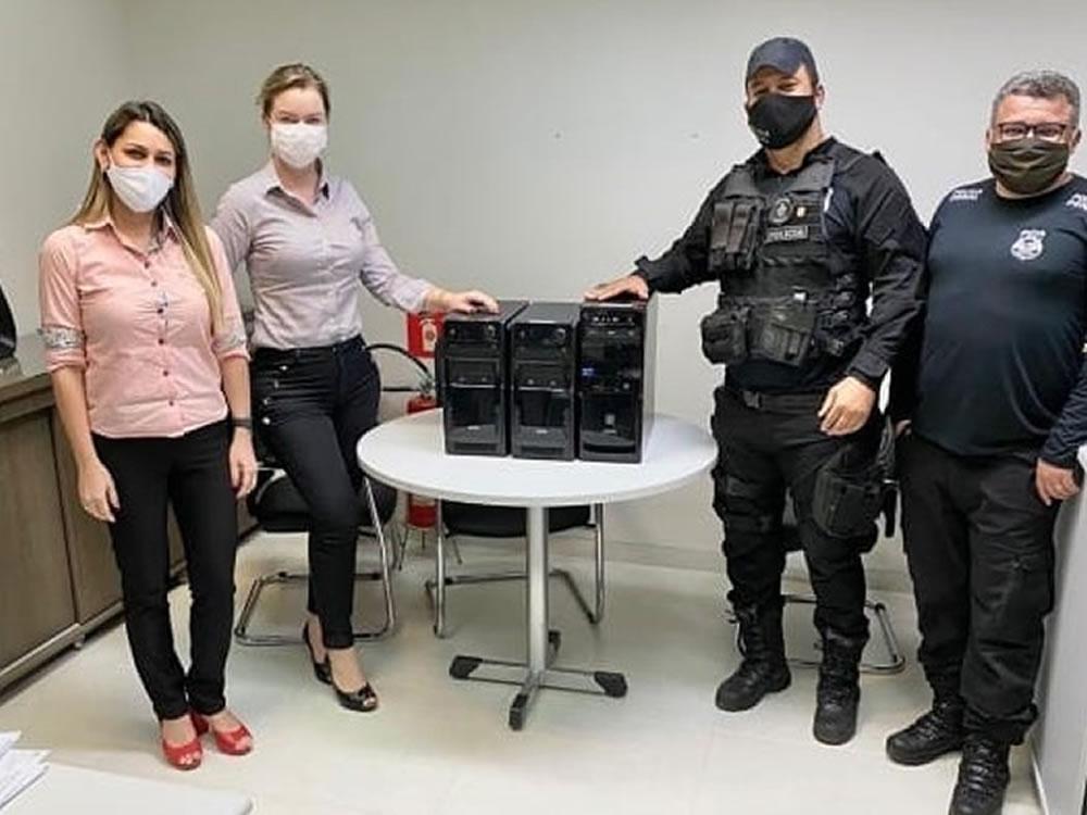 Imagem de Sicredi doa computadores para órgãos de segurança em Rio Verde