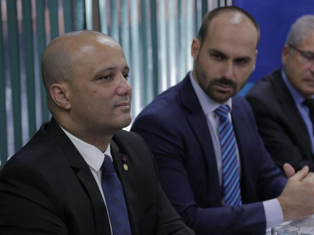 Imagem de Deputado Vitor Hugo, líder do Governo, assume a presidência do Grupo Parlamentar de Amizade Brasil-OCDE