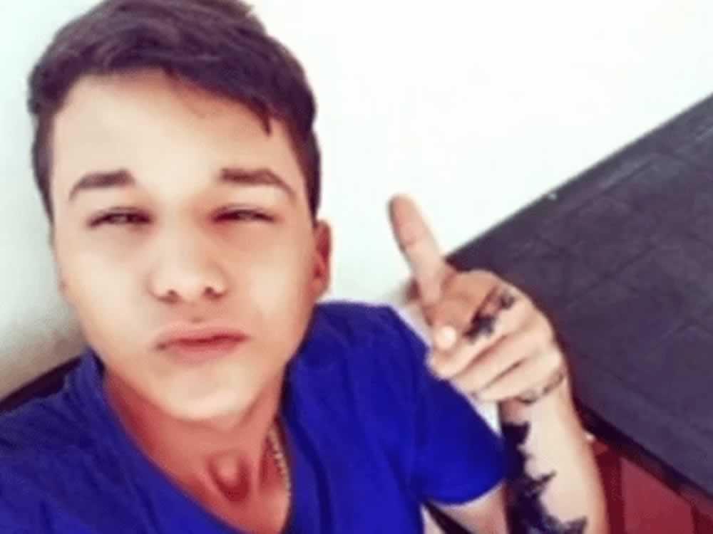 Imagem de Adolescente morre após ser baleado na porta de uma faculdade, em Jataí
