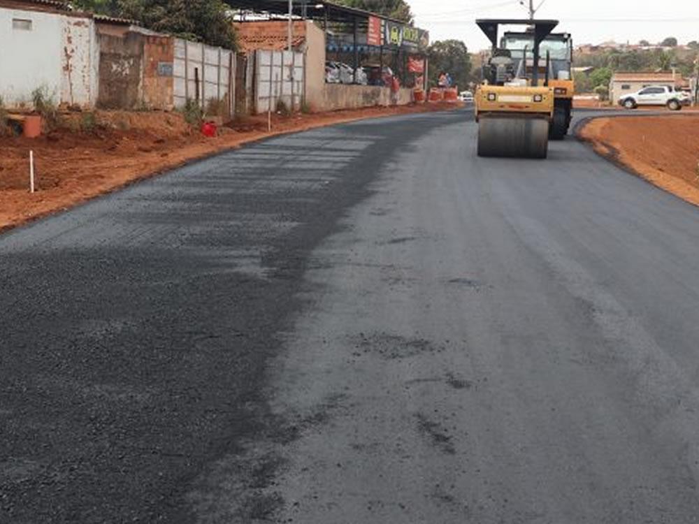 Imagem de Vereadora cobra que Prefeitura retome obras na Avenida Paulo Roberto Cunha