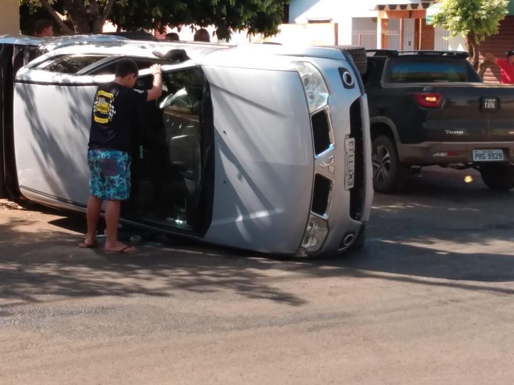 Imagem de Acidente deixa caminhonete tombada em Rio Verde