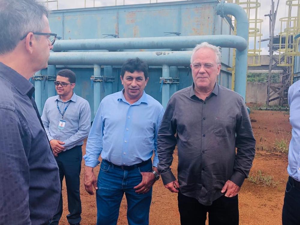 Imagem de Paulo do Vale cumpre agenda com presidente da Saneago