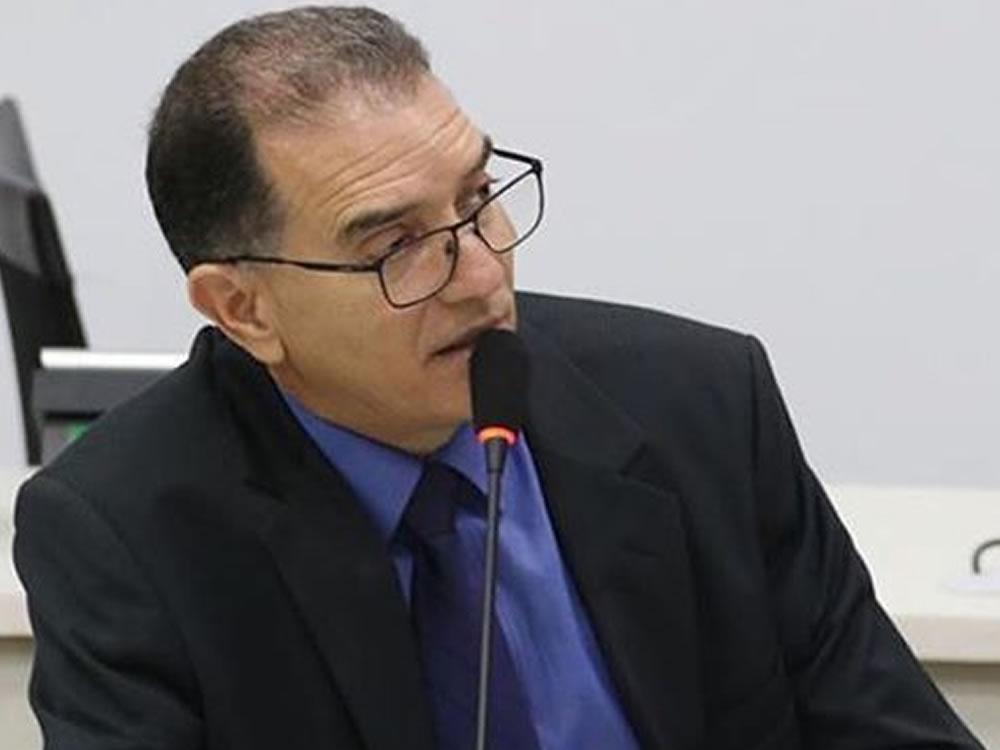 Imagem de Vereador pede estreitamento do canteiro da Avenida José Walter