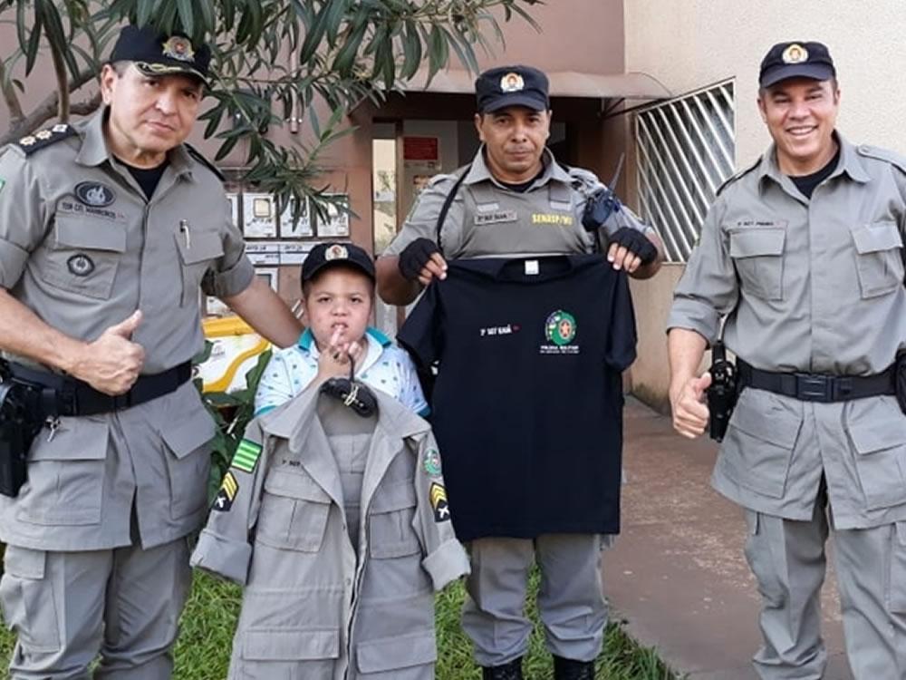 Imagem de Policiais militares realizam sonho de criança em Rio Verde