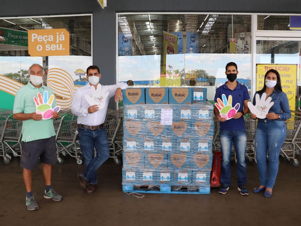 Imagem de Entidades sociais de Rio Verde recebem doação de três mil litros de leite