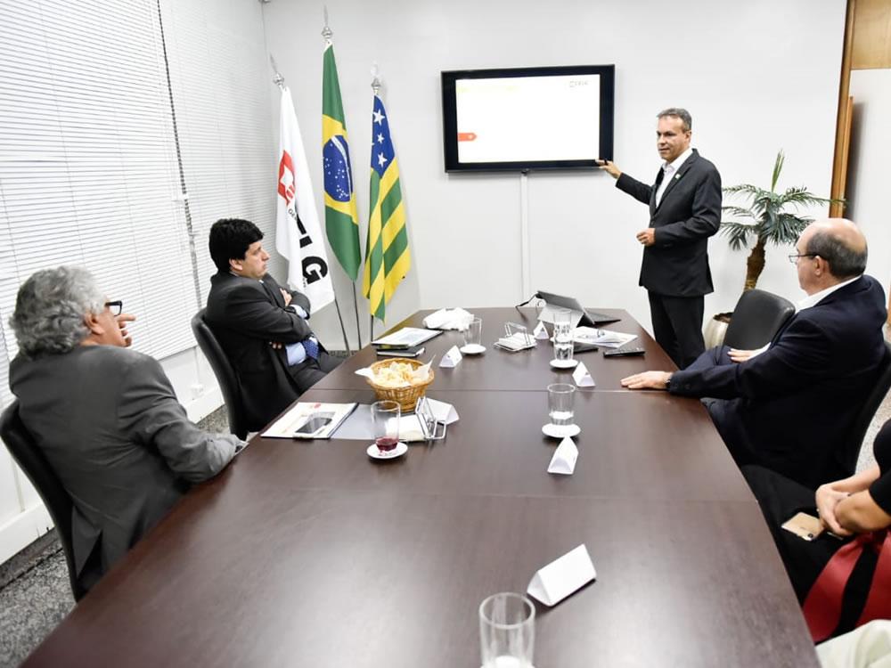 Imagem de Diretoria da Celg GT apresenta resultados ao governador