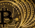 Imagem de Bitcoin despenca 70% seis meses após atingir pico de US$ 20 mil