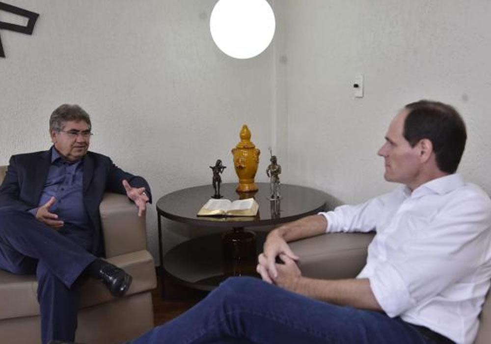 Imagem de Tatão visita presidente da Alego e conversa sobre demandas da UniRV