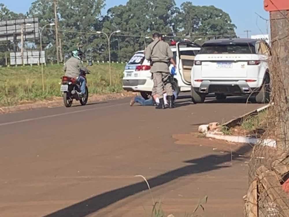 Imagem de Motorista em carro de luxo é preso dirigindo embriagado em Rio Verde