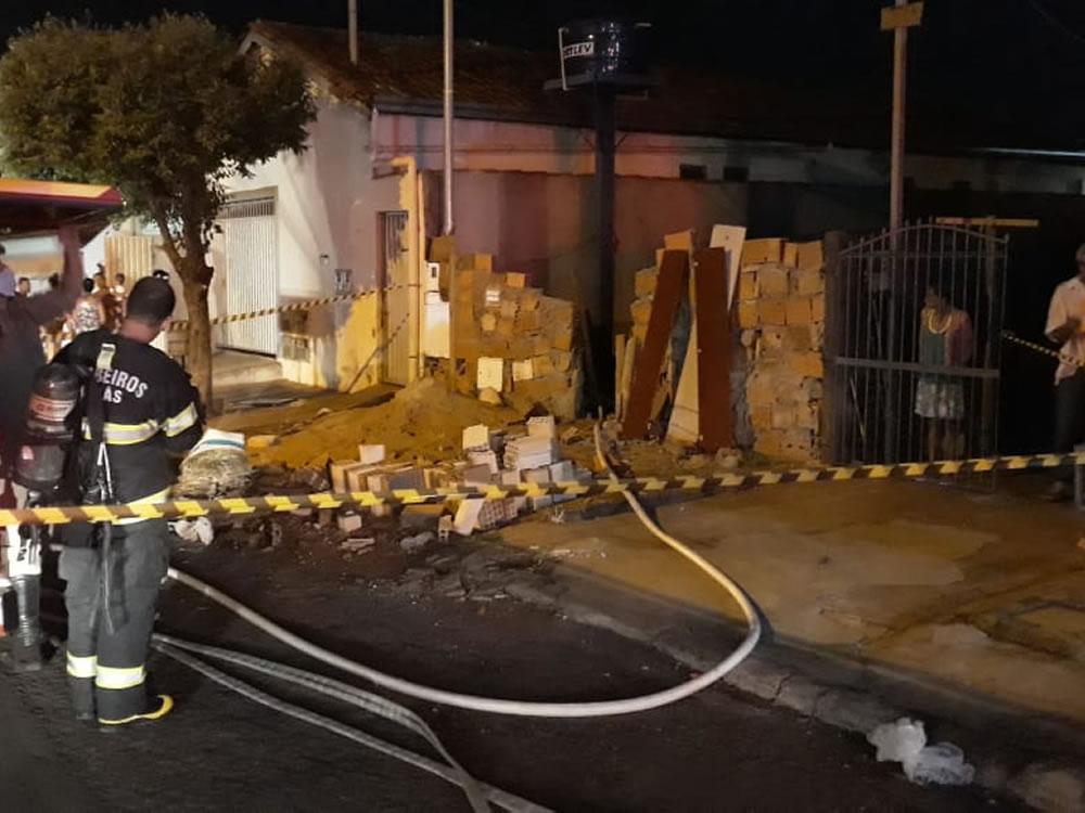 Imagem de Incêndio queima totalmente residência em Rio Verde