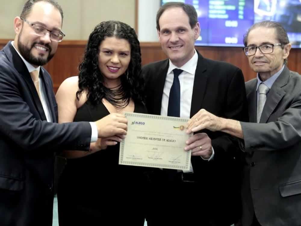 Imagem de Jornalista da UniRV recebe homenagem na Assembleia Legislativa