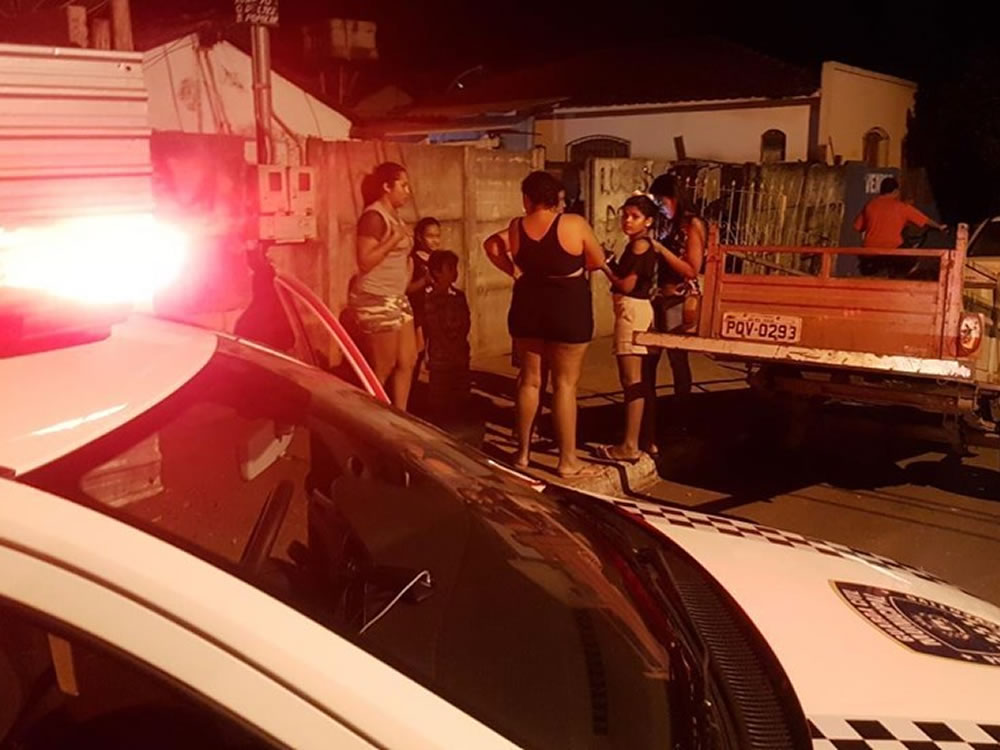 Imagem de Guardas civis ajudam homem desorientado