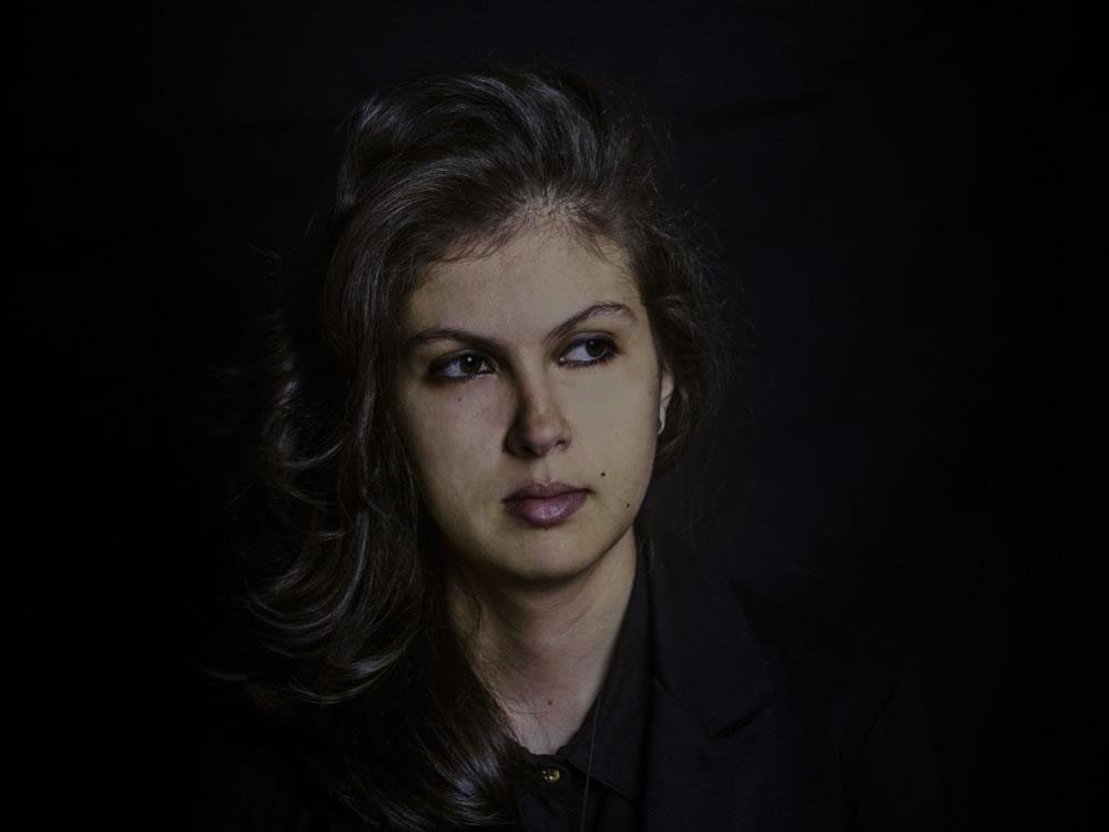 """Imagem de Sarah Abdala reflete identidades, culturas e fé latinoamericanas no novo single, """"Oração Para As Américas"""""""