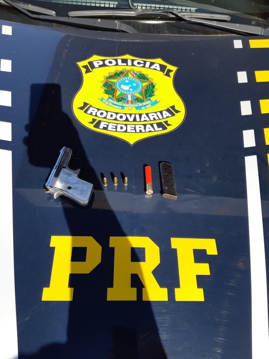 Imagem de PRF prende empresário por porte ilegal de arma de fogo