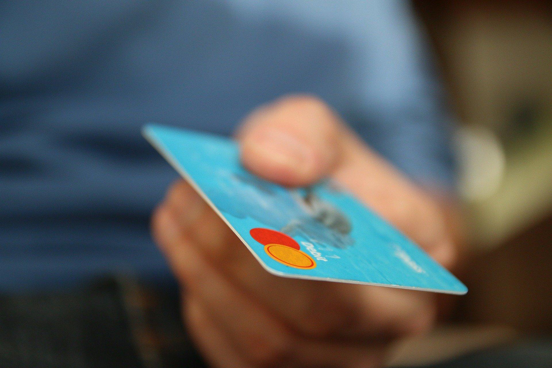 Imagem de Qual cartão de crédito aprova na hora?