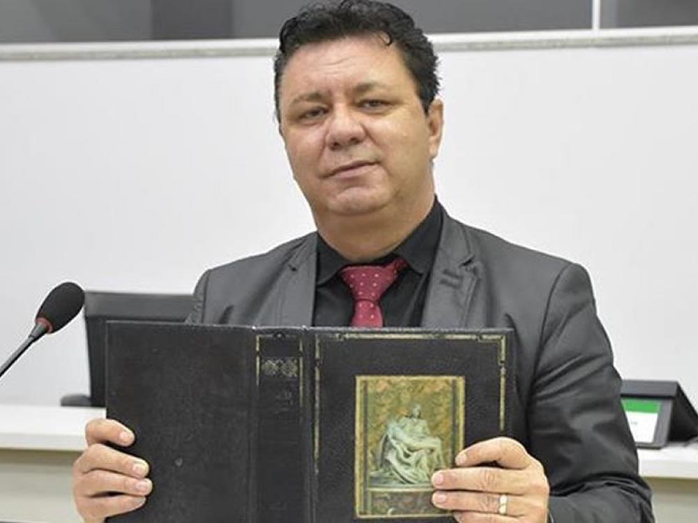 Imagem de Vereador quer construção de monumento em forma de bíblia